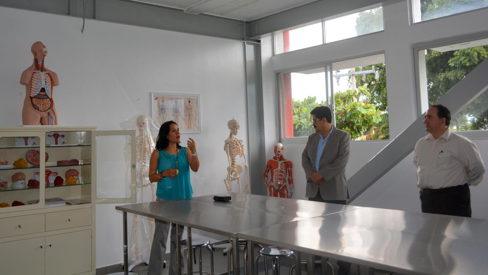 Inauguran Laboratorio de Fundamentos de Enfermería y Laboratorio de ...