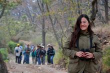 Nota: Estudiante reconocida como capacitadora para anilladores de aves de Norteamérica